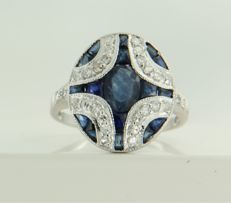 14 kt white gold ring set with sapphire and 28 single cut diamonds, ring size 17.25 (54)