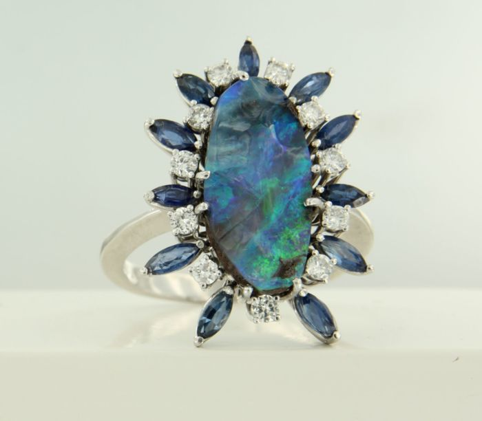 18 kt white gold ring with a central doublet opal and an entourage of sapphire and 11 brilliant cut diamonds *****NO RESERVE PRICE*****