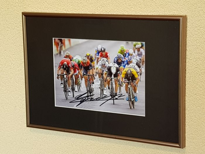 Dylan Groenewegen - King of the Champs-Elysees - hand-signed photo victory Champs Elysees + COA + photo before the signing