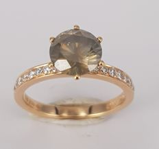 18kt rose gold with 1.73 carats Champagne colored