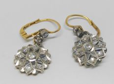 Pendientes antiguos en oro amarillo -vistas en oro blanco con 22 diamantes, total de ca. 0,70 ct