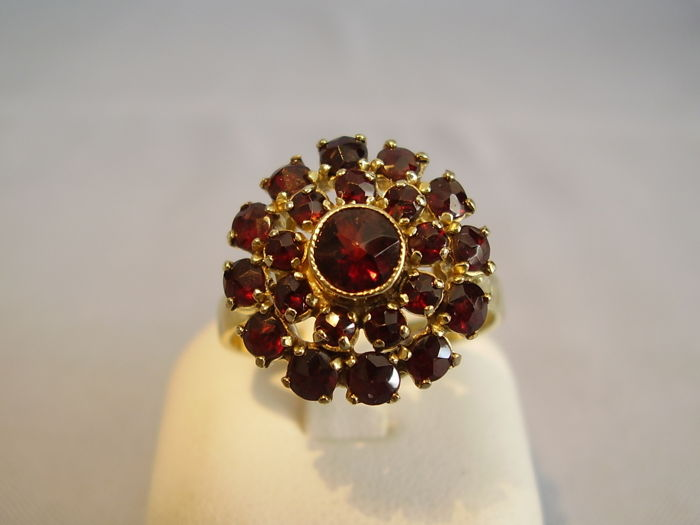Victorian gold ring with faceted garnets, antique rose cut