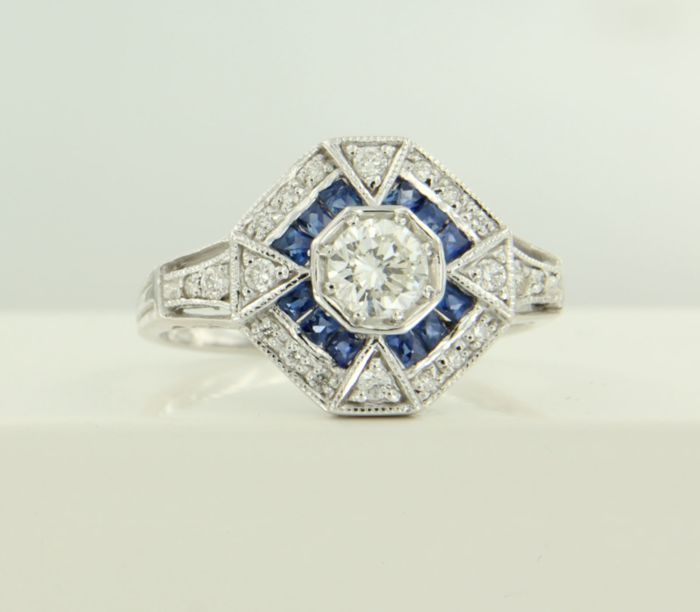 14 kt white gold ring set with sapphire and 21 brilliant cut diamonds of approx. 0.55 ct in total – ****NO RESERVE PRICE****