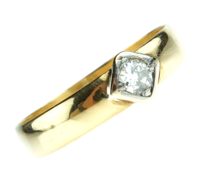 18 kt gold solitaire ring set with old cut diamond, approx. 0.15 ct