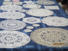 Lot of twenty crochet doilies.