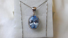 18 kt white gold necklace and pendant with a stunning intense blue aquamarine, totalling 6.39 ct, and 0.28 ct of diamonds - NO RESERVE PRICE