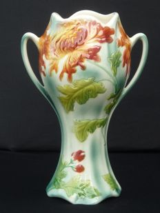 Saint Clément - Beautiful Urn Vase Chrysanthemum