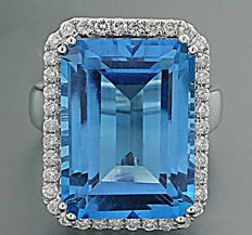 "Blue topaz and brilliant ring totalling 21.08 ct ""Swiss blue"" 750 white gold ---no reserve---"