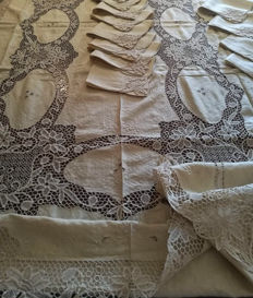 Elegant pure linen and Burano lace tablecloth, hand-embroidered.