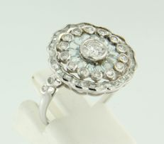 14 kt white gold ring, set with blue topaz and 19 brilliant cut diamonds of approx. 0.65 ct in total