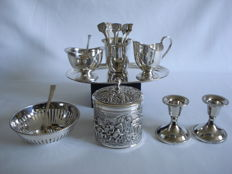 Douwe Egberts, Schoonhoven: Silver plated Items. Cream set - spoon vase - spoons - sugar spoon - 2 candlesticks - Bonbon dish.