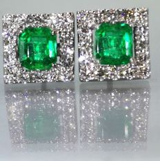Earrings in gold, set with 2 intense green Colombian emeralds, 1.12 ct in total & 32 brilliant cut diamonds, 0.60 ct in total