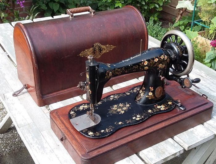 Old and decorative Singer sewing machine with dust cover, 1894