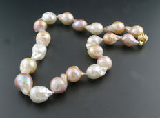 Pearl necklace with especially large baroque cultivated pearls up to 16 x 24mm, 585 yellow gold