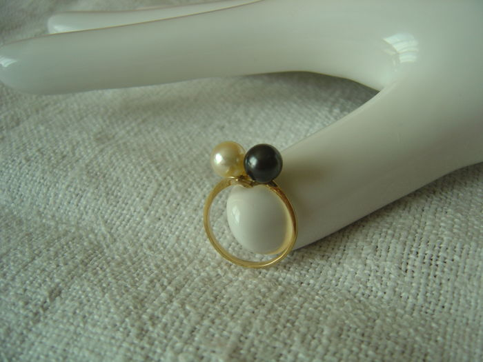 18ct gold ring (size 52) with 2 freshwater pearls, 6mm