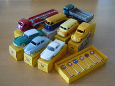 Dinky Toys-Atlas - Scale 1/43 - Lot with 9 models: Citroen Peugeot Simca Bedford Renault Panhard & Traffic signs.