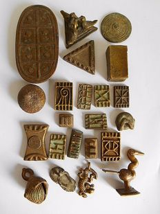 Lot of 22 figurines and weights - ASHANTI - Ghana