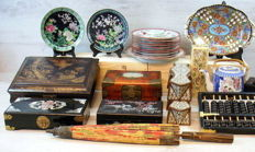 Collection of 25 pieces Japanese/Eastern decorative objects - middle/late 20th century