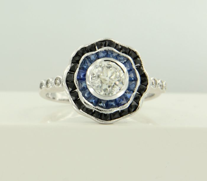 14 kt white gold ring, set with onyx, sapphire and Bolshevik and single cut diamonds of approx. 0.89 ct in total, ring size: 17.25 (54)