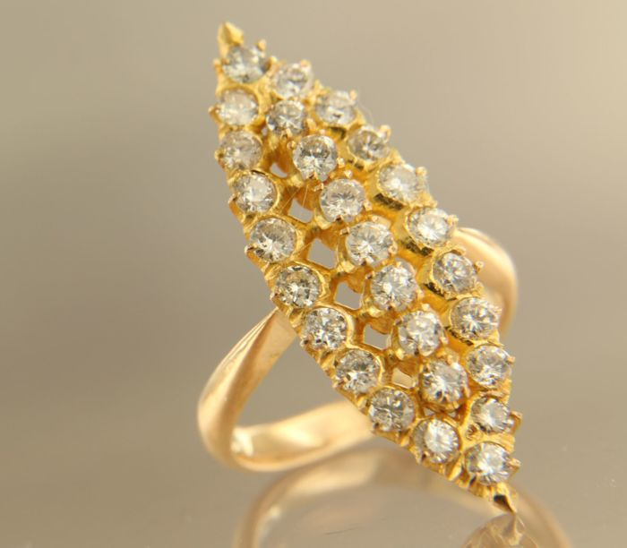 18 kt rose gold marquise ring set with 27 brilliant cut diamonds, approx. 1.50 carat in total, ring size 16 (50)