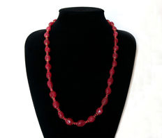 Engraved rubies necklace with clasp in 14 kt gold - 65.5 cm.