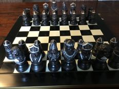 Chess set, theme battle between knights, including luxury board