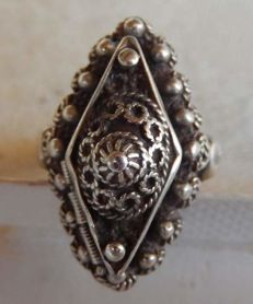Secret antique ring in silver - NO RESERVE -