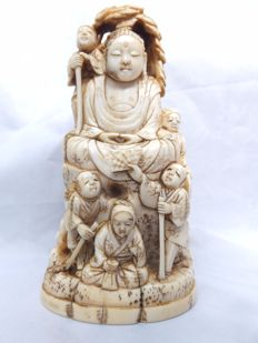 An extremely fine carved ivory okinomo of  Hotei & 5 Karakos, signed by the artist. - Japan - ca. 1880