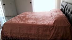 Antique double bedspread made of precious Damask silk by the silk farms of San Leucio - antique pink colour