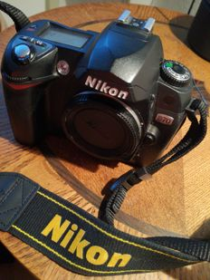 NIKON BODY D70 with charger complete
