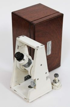 Surveyors level type AF110 in wooden box - circa 1960