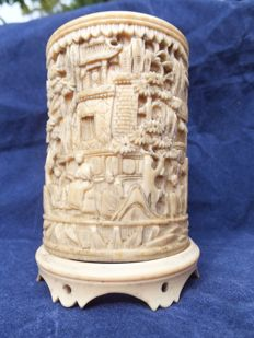 Cantonese brush pot on  ivory base - China - end of 19th century.