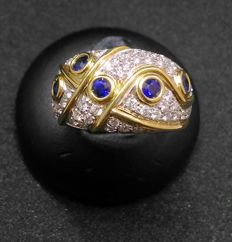 White and yellow gold ring (18 kt) with diamonds (0.72 ct) and sapphires (2.50 ct)