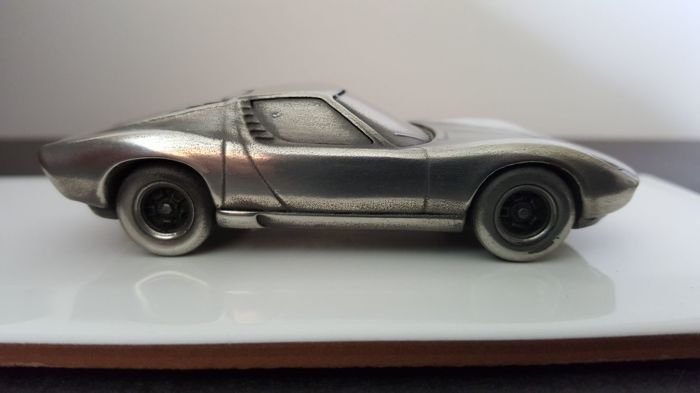 Decorative object - zilvertinnen model van de Lamborghini Miura 1/43 - 1966