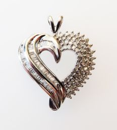 585 white gold heart pendant with genuine diamonds 1.35ct in total (H,SI) - dimensions approx .23 x 29mm