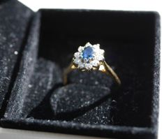 Vintage 1937 ring, 18 kt, 750/1000 yellow gold with a central sapphire surrounded by diamonds.