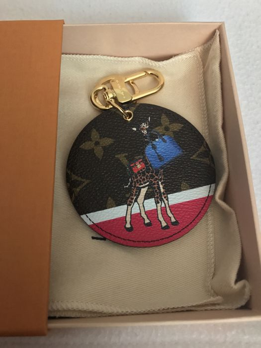 0dcee27223 Louis Vuitton - limited edition Monogram Illustre Bag Charm and key holder  - Catawiki