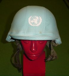 Dutch Kevlar – Composite helmet (M95) Para-edition with UN helmet cover – from the mid 90s.