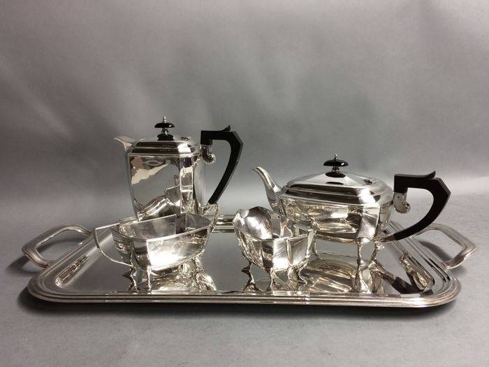Art Deco silver plated tea- and coffee set on a serving tray, Israel Sigmund Greenberg, Birmingham England, ca 1900