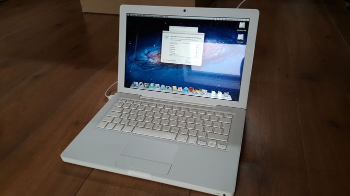 Apple Macbook White (A1181) - 13''inch, 2.16Ghz INTEL Dual Core, 1GB Ram, 60 GB HD + Brandnew Battery (1 Cycli) + Brandnew Charger!