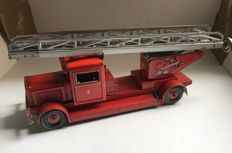 TippCo, Western Germany - Length: 25 cm - Tin firefighter ladder truck with a spring drive, 50s