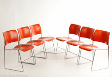 David Rowland for Howe – 6 very original metal '40/4' stackable wire mesh chairs in orange.