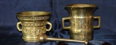 Two brass mortars with pestle - Netherlands - 2nd half 20th century