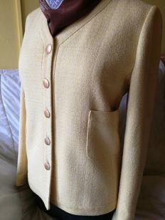 Chanel Boutique - classic tweed blazer