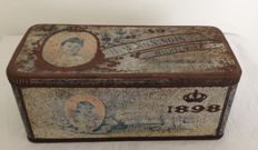 Rare large lithographed tin with hinged lid, Coronation tin of Queen Wilhelmina, 1898