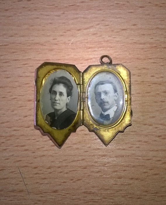 Very old small photo frame pendant.