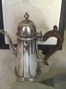 English Sterling Silver Coffee Pot in the style of Queen Anne (made in London 1975)