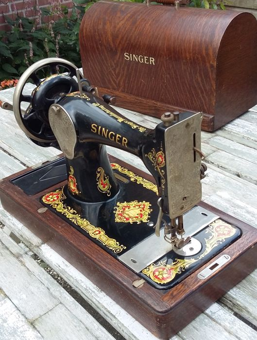 decorative manual sewing machine singer 128k with cover. Black Bedroom Furniture Sets. Home Design Ideas