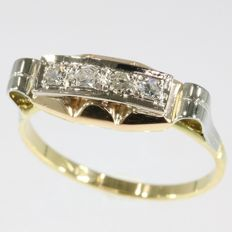 Original art deco engagement ring with 4 diamonds anno 1930