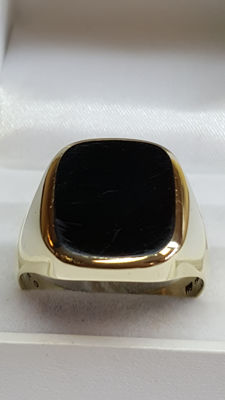 14 kt gold Men's signet ring, almost entirely set with onyx - size: 23